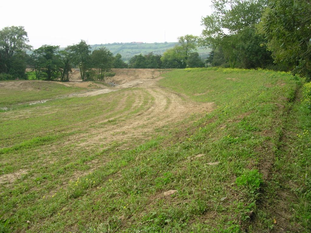 recouverts-de-terre-végétale-les-talus-sintègrent-rapidement-dans-le-paysage